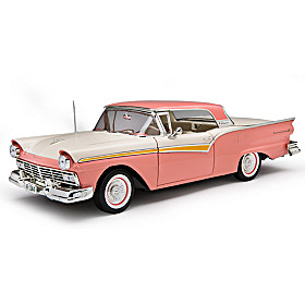 Ford 1957 Fairlane 500 Skyliner Diecast Car
